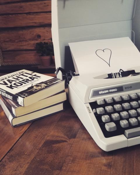 Monityöurabloggaaja Tanja L: Lukekaa ihmiset, lukekaa