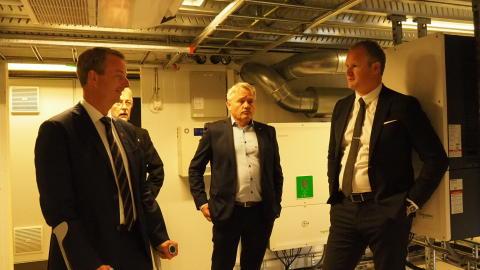 Olje- og energiminister, Terje Søviknes, med Dagfinn Ringås.