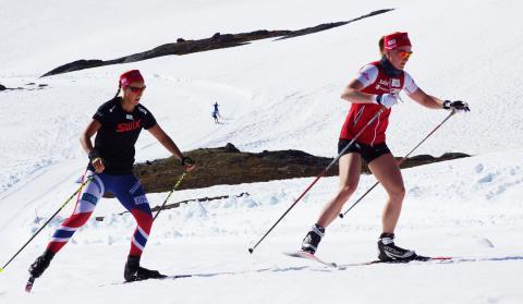 Fanny Horn Birkeland og Marte Olsbu på Sognefjellet