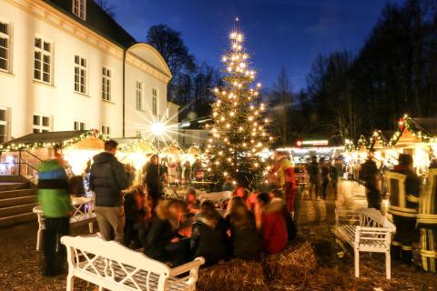 Weihnachtsmarkt auf dem historischen Gelände der Stiftung Louisenlund