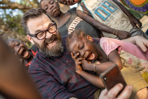 Ny barnemusikk fra Klaus Sonstad: «Nanah og sjimpanseskogen»