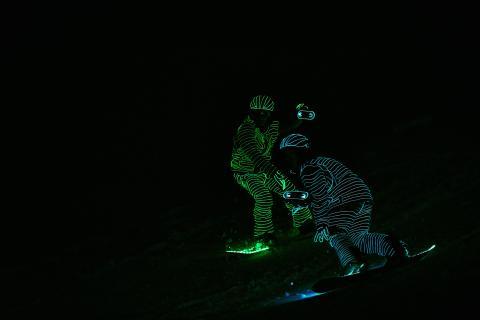 BUCK_LED_Snowboarders_SRS-XB40 von Sony 13