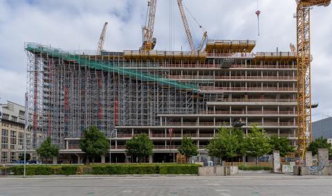 ZÜBLIN hisst die Richtkrone am Axel Springer-Neubau in Berlin