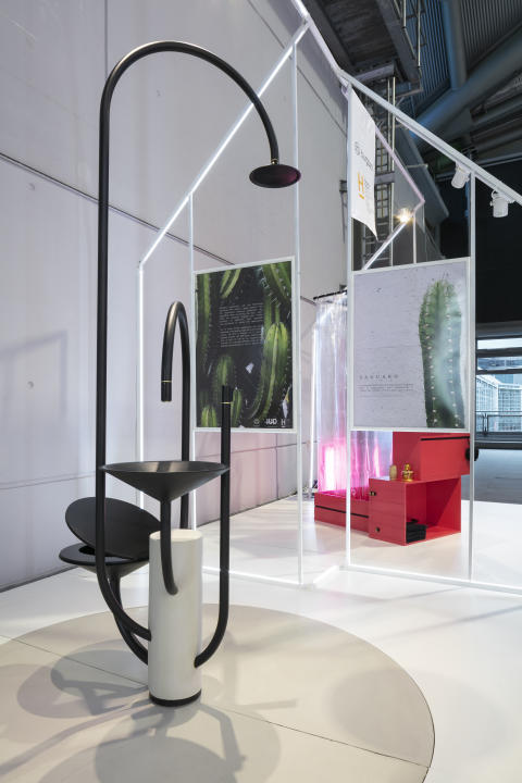 Konzeptstudie SAGUARO: Zentriertes Kompakt-Bad mit skulpturalem Charakter