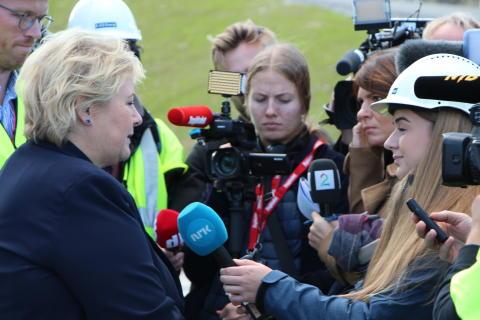 Vamma 12 - mange medier ville snakke med statsministeren under åpningen av Vamma 12