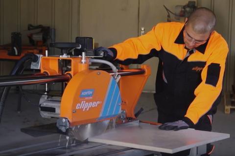 Ny elektrisk bord- och blockstenssåg förenar robust design med lätt konstruktion