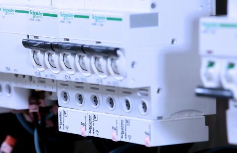 Schneider Electric lancerer verdens mindste, trådløse energimåler