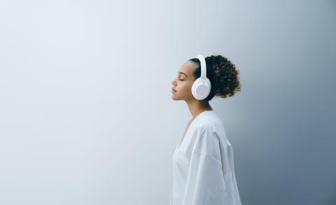 Společnost Sony uvádí na trh novou limitovanou edici sluchátek WH-1000XM4 Silent White
