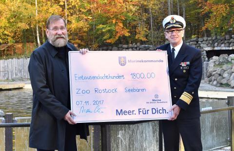 PI-Zoo-DARWINEUM-91-2017_Marine_Scheckübergabe_Zoo Rostock_Kloock_02