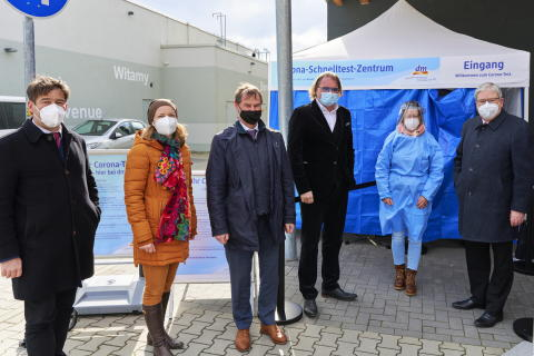 Pressebild Eröffnung dm Corona-Schnelltest-Zentrum in Brandenburg an der Havel