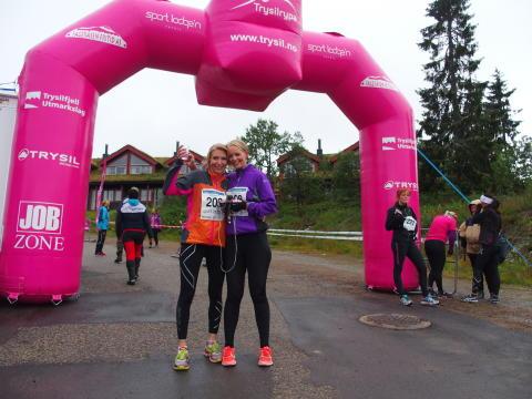 Trysilrypa 2015_treningsambassadør Nina Bamrud til høyre med venninne Anita Hagejordet.