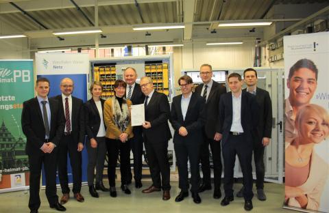 Mit der Digitalisierung elektrischer Netze in ein Neues Zeitalter - Stabilisierung elektrischer Energienetze mit innovativem Netzregler