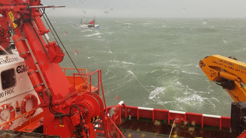 Samarbejde til søs redder to liv