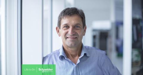 Schneider Electric lancerer verdens mest kompakte og energioptimerede UPS