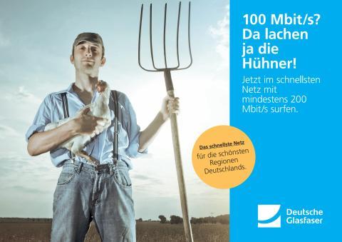 Deutsche Glasfaser Werbemotiv: Da lachen ja die Hühner!