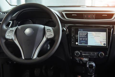 Nuovo sistema audio di Sony che ottimizza la connettività smartphone alla guida