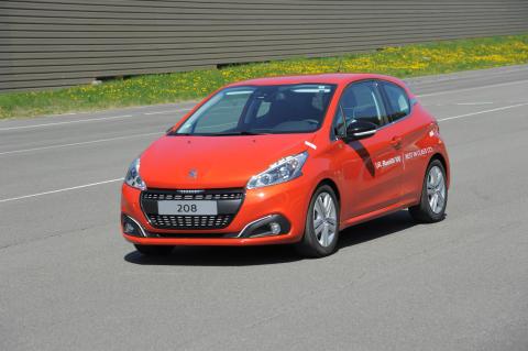 Nya Peugeot 208 BlueHDi sätter bränslerekord med 2,0 l/100 km