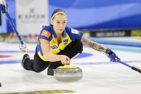 Curling: VM Mixed inleder den internationella tävlingssäsongen  och med svenska medaljchanser