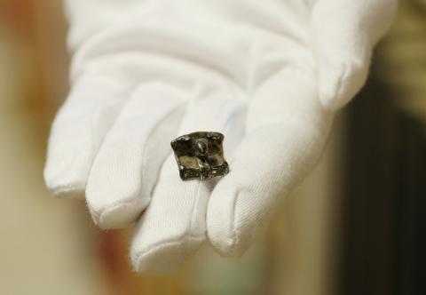 Sjælden stol-amulet fundet på Lolland