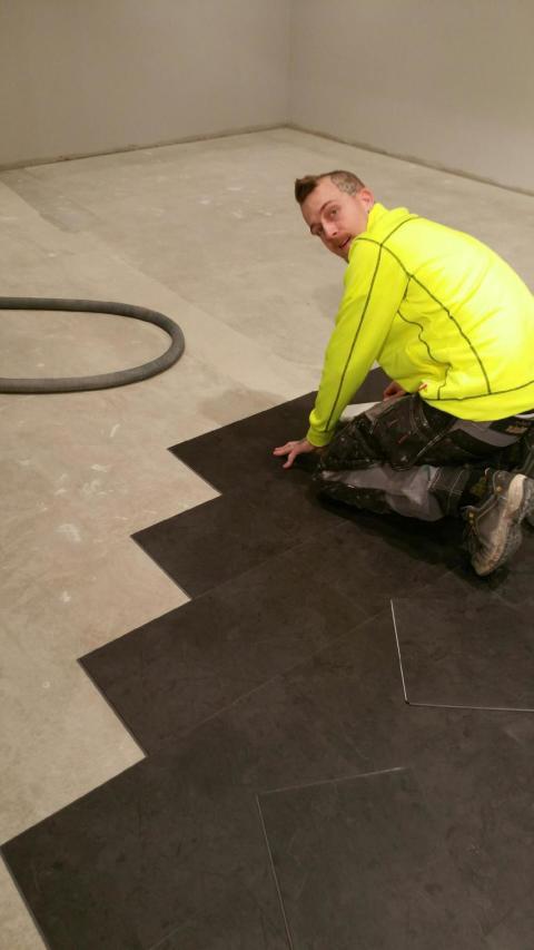 Brist på golvläggare hotar branschutveckling