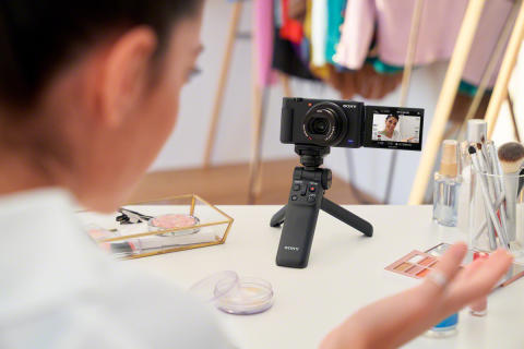 Sony ZV-1_VPT2BT_Tripod_Camerafront_BeautyReviewer-Mid