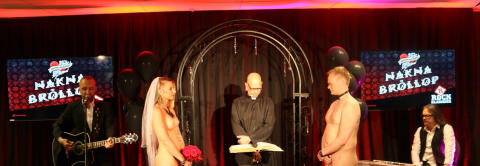 Ian Haugland vigde det nakna paret i Rockklassikers Nakna Bröllop