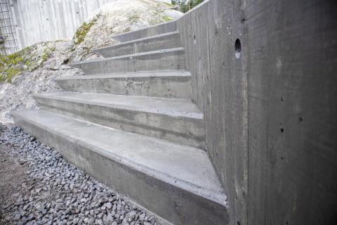 Bjørn bygger bo – Støpe trapp 1