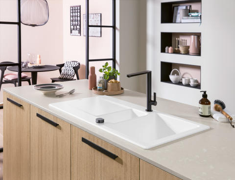 A delicate new shape in TitanCeram – Siluet 60 R: user-friendly sink with a half bowl