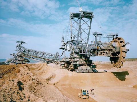 (1) MAN & Takraf RB293 (14.200 ton) // (96,0 metre)