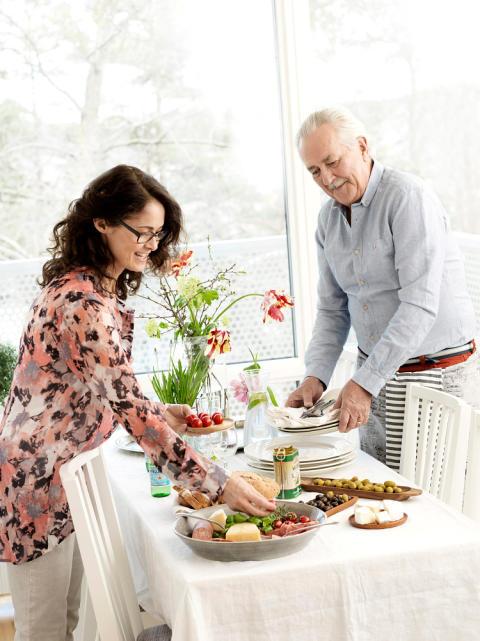 Kan ett par i 30-årsåldern beviljas medlemskap i en seniorbostadsrättsförening?