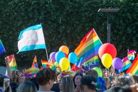 Istället för Prideparad pyntas bron Parkspången i centrala Borås