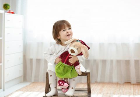 Feinmotorik: So lernen Kinder das Schleifebinden