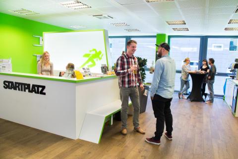 """Digitaler Wissenstransfer im Visier: Zurich eröffnet Büro im Kölner Start-up-Inkubator """"STARTPLATZ"""""""