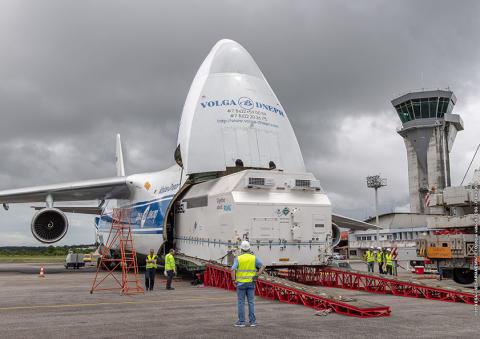 Arrivée d'EUTELSAT 7C à Kourou en vue de son lancement le 20 juin prochain