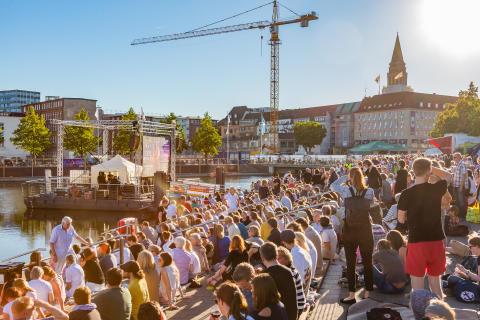 Finales Wochenende des Bootshafensommers mit Liveübertragung des Sommertheaters
