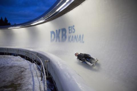 """Neben Erlebnis """"Gästebob"""" kann man an der Rennschlitten & Bobbahn Altenberg auch Trainigsrunden & Wettkämpfen zuschauen"""