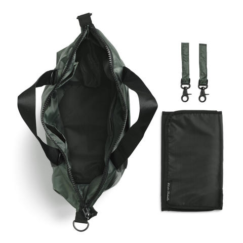 Aw18 - Diaper bag Valley Green (open)