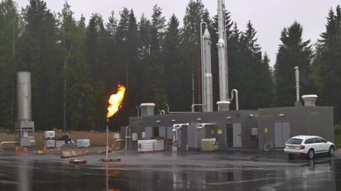 Nu brinner facklan på biogasanläggningen i Forsbacka