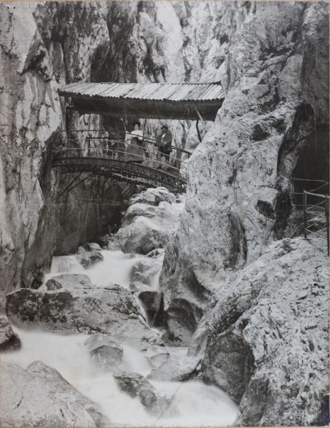Historic arch bridge in the Höllentalklamm Gorge around 1905