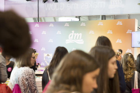 Pressebild Glow by dm in Stuttgart