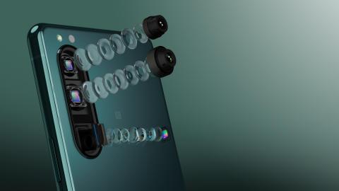 Xperia 5 III_Camera_lens_explosion_green_16_9-Large.jpg