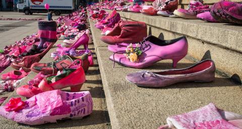 Gestaltete Treppe zum Pink Shoe Day in Leipzig
