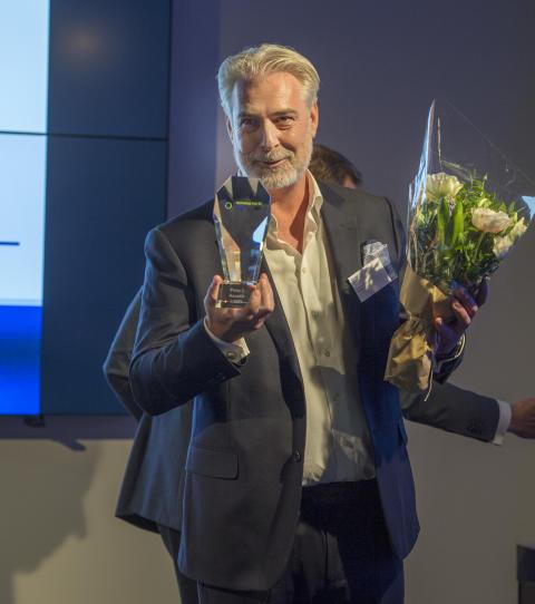 Magnus Crossner tar emot utmärkelse av Swedish Technology Fast 50