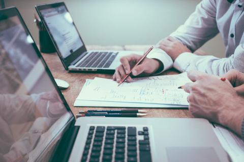 Takautuva arvonlisäverovelvollisten rekisteristä poistaminen – asia kaipaa Verohallinnolta linjausta ja selkeää ohjetta