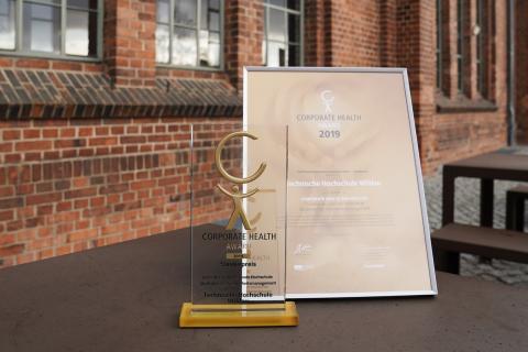 """Der Gewinner des Sonderpreises """"Gesunde Hochschule Studentisches Gesundheitsmanagement"""" beim Corporate Health Award ist die TH Wildau"""