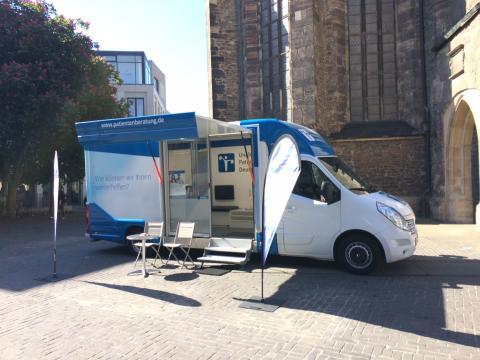 Beratungsmobil der Unabhängigen Patientenberatung kommt am 27. August nach Halle (Saale).