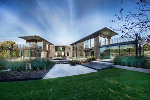 """""""The Elements"""" zeigt schön-verschachtelte Architektur - Holzfassade aus Kebony für elegantes Wohnhaus"""
