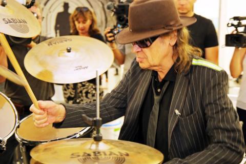 Udo Lindenberg - Zwischentöne: Ausstellung im Museum der bildenden Künste - Lindenberg am Schlagzeug