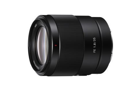 Sony rinforza la sua gamma di ottiche Full-Frame con il nuovo leggero obiettivo prime 35mm F1.8