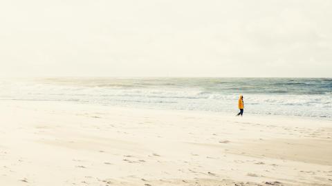 Donnernde Brandung, weite Strände und der Wind jagt die Wolken bis zum Horizont: Strandspaziergänge im Sylter Herbst